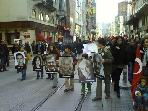 valimiskampaania-istanbulis-uksik-naiskaandidaat